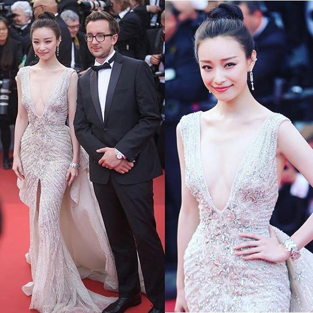 Chinese beauty #NiNi shined tonight during the opening ceremony of the 69th Annual Cannes International Film Festival - the actress took us back -with this plunging neckline gown -on our #StarCatcher trips allowing us to glimpse into the realms of magic & glittering clusters - #cannes2016 #cannesfilmfestival #cannes #ZuhairMurad #hauteCouture