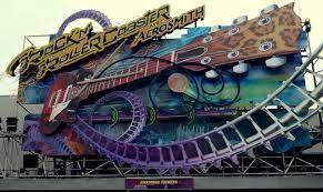 Rock 'n' Rollercoaster starring Aerosmith; Deze attractie laat je alle kanten op draaien, loopings maken en plotseling tot stilstand komen. Alles in een razend tempo en op keiharde Rockmuziek.