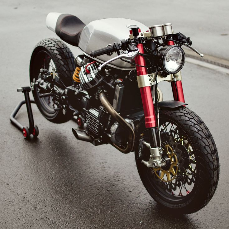 What, no pipewrap? And no Firestones? This CX500 is crammed with bits from Marzocchi, Öhlins and Excel, and it's the business. Follow the Bike EXIF Instagram account for more two-wheeled eye candy: http://instagram.com/bikeexif