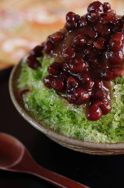 Uji-kintoki ( Japanese shaved ice with matcha syrup and sweetened Azuki beans)