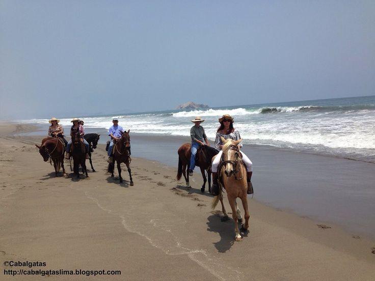 Cabalgata por la playa en Lurin