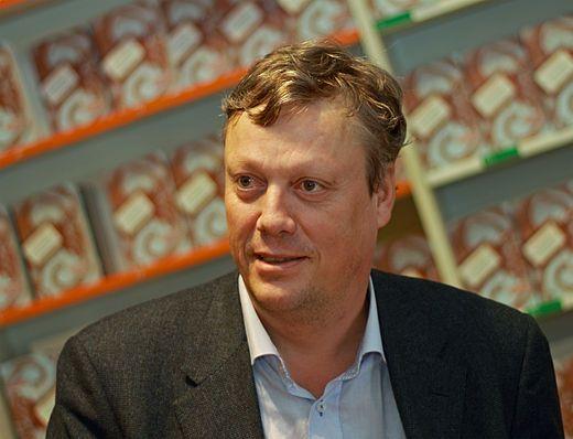 Pär-Ola Jonas Jonasson (oorspronkelijk Per Ola Jonasson; Växjö, 6 juli 1961) is een Zweeds schrijver en journalist die vooral bekend geworden is door zijn bestseller De 100-jarige man die uit het raam klom en verdween.Na zijn echtscheiding woont hij sinds 2010 met zijn zoon in Gotland.