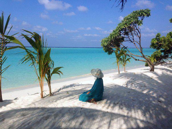 Мальдивы! Их идеальные пляжи-баунти с белым песком и лазурным морем - мечта для романтиков, рай для влюблённых, идеальное место для семейного отдыха.