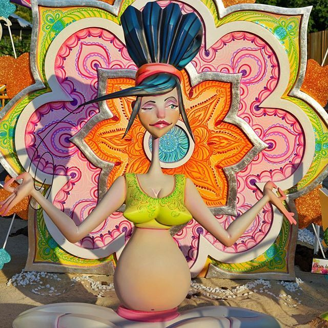 What a #mandala we found today! 😍 This one is part of #hoguera from #alicante popular #bonfire #festival. These paper #statues get burnt after Sant Johns night - tomorrow. What a pity! #mandalaart #mindfulness #meditation #pregnant #yoga #art #fiesta #hogueras2017 #mandalagram #mandalalovers #mandalaartist #mandaladesign #travel #españa #pregnantyogi #pregnantyoga