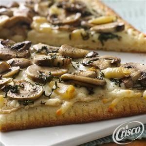 Try a new pizza for the party with this Roasted Garlic and Mushroom Flatbread recipe from Crisco®