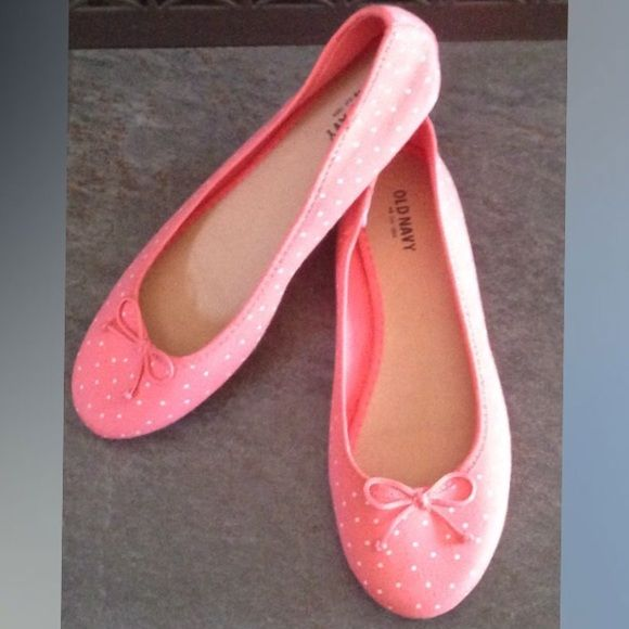 SALE: Old Navy Ballet Flats Coral & white polka dot, round toe, size 8.  NWOT. Trades. *PRICE IS FIRM Old Navy Shoes Flats & Loafers