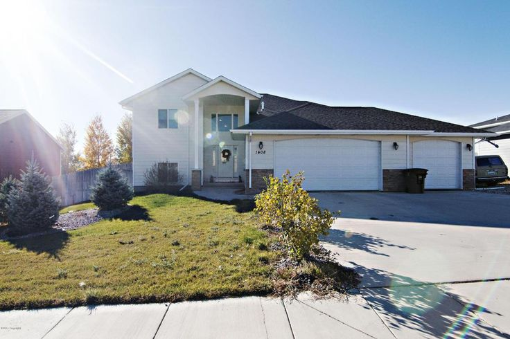 Gillette, WY home for sale! 1408 Manchester St - 5 bd, 3 ba, 3024 sqft. Call Team Properties Group for your showing 307.685.8177