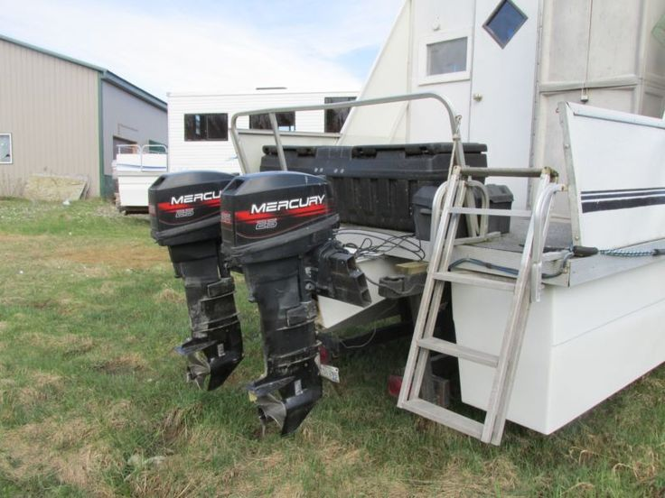 26' Lil HOBO Pontoon Houseboat with two 25 HP Motors & Trailer