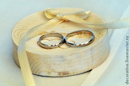 Тарелочка (блюдечко) для колец из дерева. Блюдечко для колец из натурального дерева замечательно подойдет под русский стиль свадьбы или свадьбы с природной тематикой. Гравировка может быть любой. это мы: https://vk.com/slovotvorchestvo