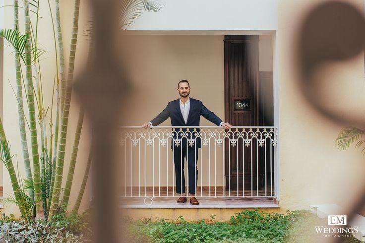Groom moment at Riu Palace, Los Cabos. #emweddingsphotography #destinationwedding