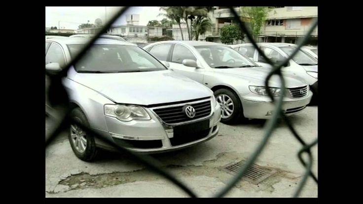Los cubanos ansiosos miraron atónitos los elevados precios de los autos nuevos o usados: el más barato y primero en venderse fue uno del año 1997 en 140,000 dólares y el más caro del año 2010 en 110,000 dólares, al comenzar el viernes la venta de automotores gracias a un decreto del gobernante Raúl Castro que liberó la oferta minorista de vehículos. http://andresrepetto.tv/video/cuba-precios-inalcanzables-para-los-autos-nuevos-964