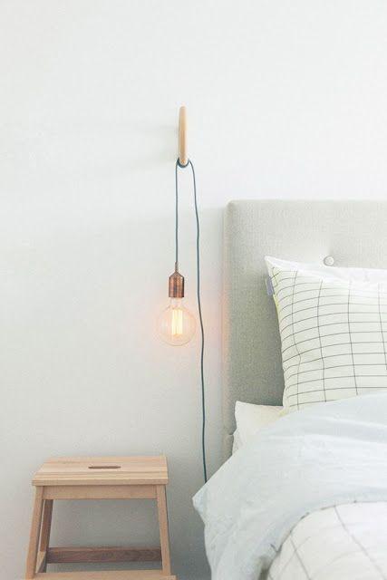 Une lampe de chevet originale et tendance https://www.skylantern.fr/guirlande-lumineuse/suspensions-lumineuses/ampoule-a-suspendre?utm_source=pinterest&utm_medium=social&utm_campaign=20161023AMPOULE