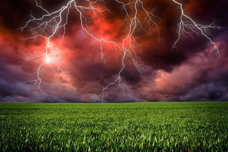 Tordenvejr - Hvad gør man, hvis man bliver fanget i et tordenvejr?