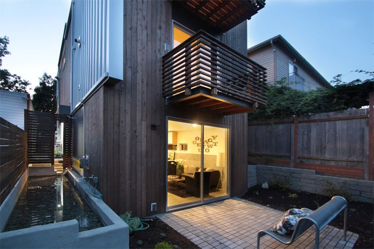 Court Yard designed by First Lamp Architecture in Seattle Washington