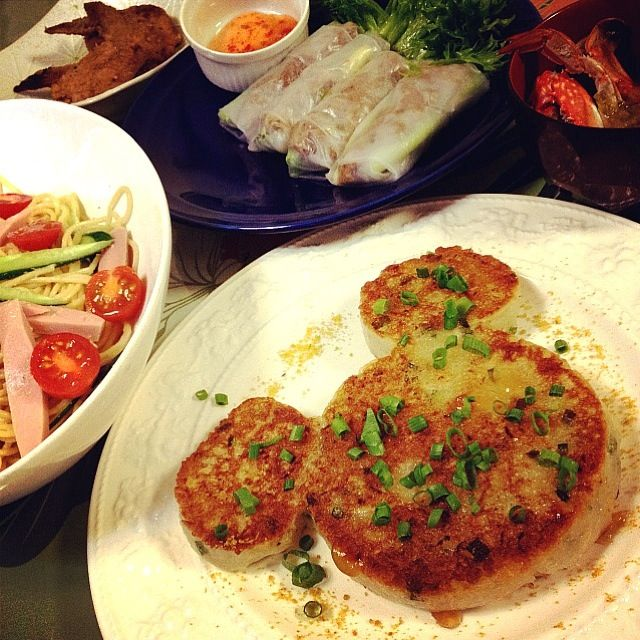 クララちゃんレシピの大根もち! 中華街で食べていたのが、おうちでこんな簡単に作れるんだね✨ ポン酢ジュレでいただきます(✪ฺω✪ฺ) - 136件のもぐもぐ - klalaクララちゃんの大根餅               ・生春巻き(プルコギ・細ネギ・アボカド)チリスウィートソース                                  ・サラスパ                                  ・蟹のお味噌汁 by 志野
