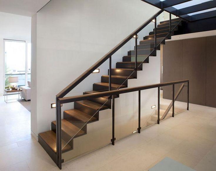 Conosciuto Oltre 25 fantastiche idee su Ringhiere delle scale in legno su  AT31