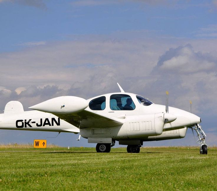 Na první pohled malinký, ale je velmi pohodlný a létavičný. :-) http://www.impresio.eu/zazitek/vyhlidkovy-let-brno