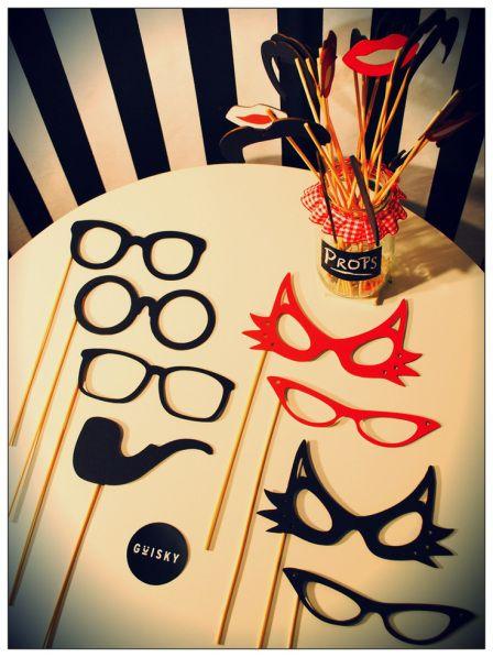 Complementos para el Photobooth, bigotes, lentes, pipas..