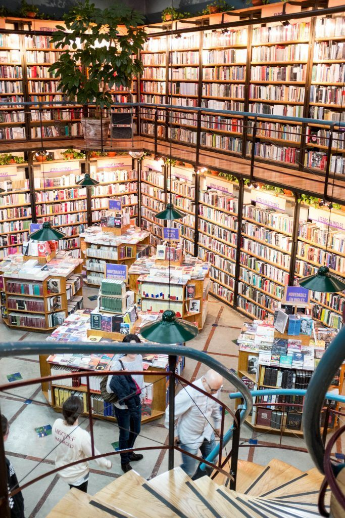 El Pendulo bookstore in Polanco, Mexico City. Going to Mexico City? Don't miss this detailed guide for where to stay, what to eat, and what to see! There's enough in the city for a whole month of exploration. Discover it for yourself! | The Ultimate Guide To Mexico City (for first timers)
