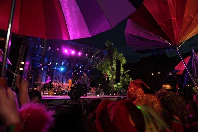 Kolory! Koncert Razem #MimoWszystko z udziałem gwiazd i #NGOs, 2011 rok, wielki finał #Kraków #koncert #muzyka fot. M. Kowalski