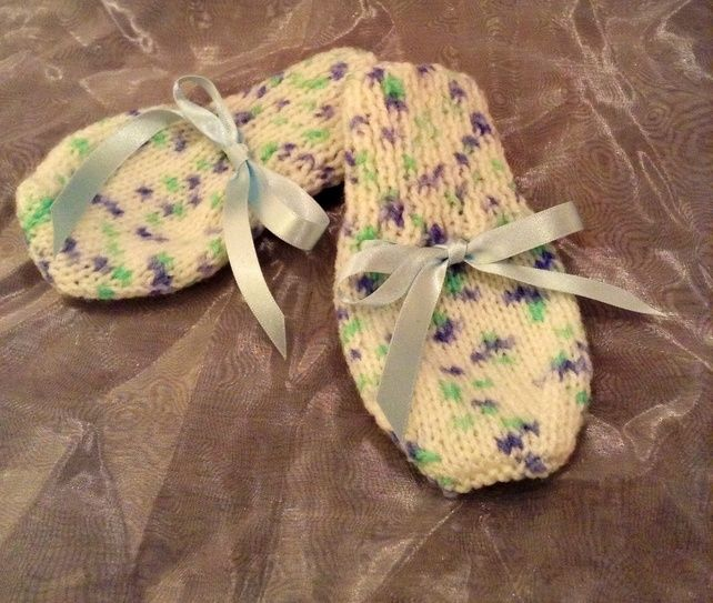 Little spotty knitted baby mittens £3.75