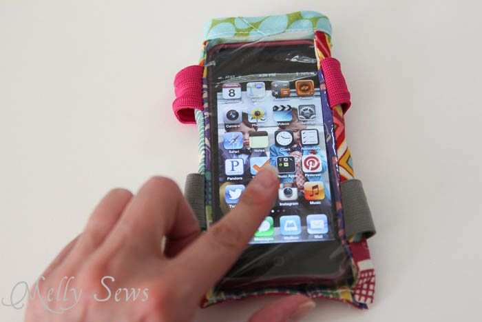 DIY Armband Case Tutorial for Touchscreen Devices - Melly Sewshttp://mellysews.com/2013/08/diy-armband-case-tutorial-for-touchscreen-devices.html