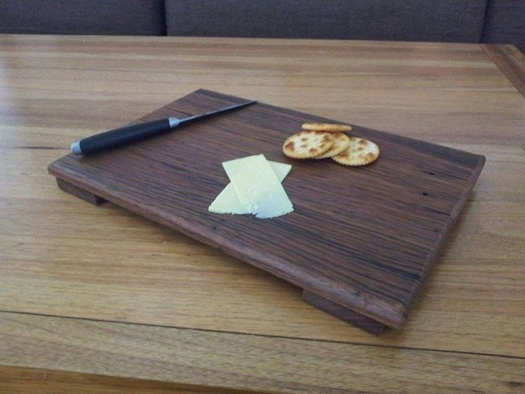 Fence paling serving boards.