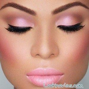 maquillaje-de-ojos-y-labios-en-rosa