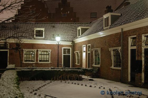 Het Claes Stapelhof aan het Munnikenveld mag nog steeds alleen door alleenstaande dames bewoond worden