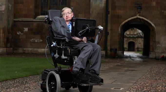"""Stephen Hawking, el científico que niega a Dios, dará conferencia en el Vaticano 23/11/2016 - 08:20 am .- El popular astrofísico británico ateo Stephen Hawking participará en el encuentro """"Ciencia y sostenibilidad: impactos del conocimiento científico y de la tecnología sobre la sociedad humana y su ambiente"""" organizado por la Pontificia Academia de las Ciencias en el Vaticano."""