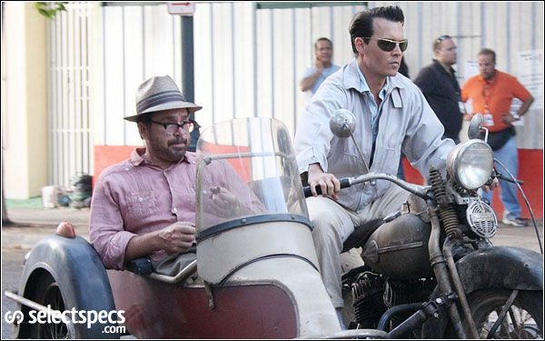johnny-depp-sunglasses-rum-diary-4