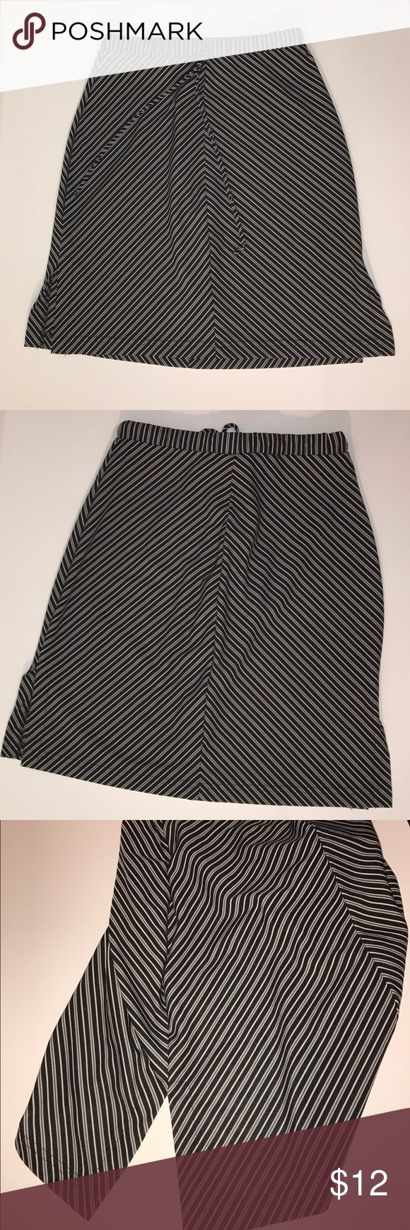 XOXO, black & white strip skirt. Size S XOXO black & white striped skirt. Very flattering, especially with the way the strips are placed. Has a tie at the waste. Size Small Skirts Midi