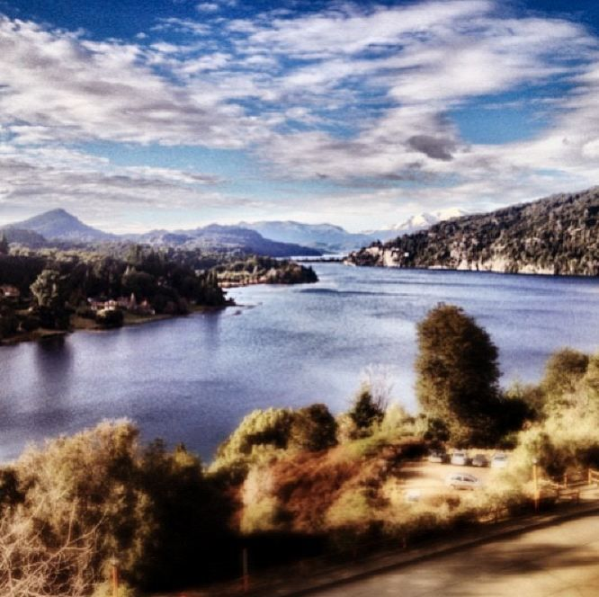 Mañana con cielo parcialmente nublado en Bariloche. La temperatura a las 12 del mediodía es de 1°