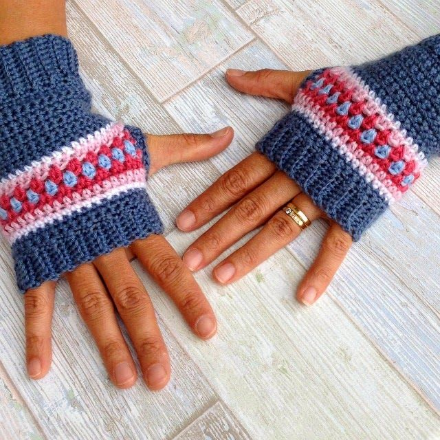 Crochet Wrist Warmers - Nordic style by Annette [My Rose Valley]