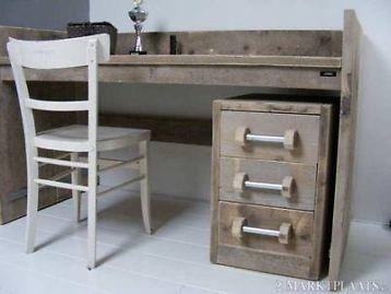 Steigerhouten bureau tafel met opstaande randverkrijgbaar met lade blok, prijs lade blok met 3 lades e 191,- afmetingen bureau tafel: 150cm lang / 80cm diep en 76cm hoog ( opstaande rand vanaf vloer
