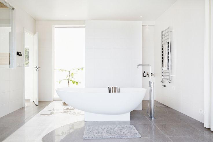 25 beste idee n over lichtgrijze badkamers op pinterest kleine grijze badkamers badkamer - Badkamer recup ...