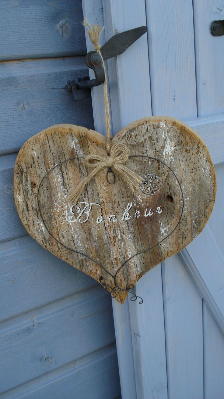 Coeur en bois.                                                                                                                                                                                 Plus