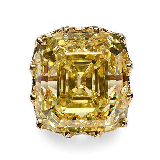 Un diamant jaune taille Asscher exposé à Paris http://www.vogue.fr/joaillerie/news-joaillerie/diaporama/un-diamant-jaune-taille-asscher-expose-a-paris/11853