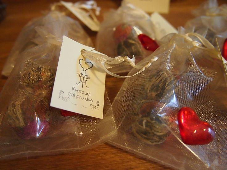 Dárkové balení kvetoucích čajů ke svátku sv. Valentýna z Království chuti v Praze