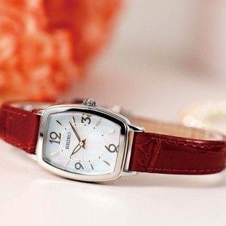 セイコーウオッチは4月22日に、2016年の母の日モデルとなる女性向け腕時計(3種類)を発売する。各モデルと税別価格、限定数は、「<セイコー ティセ> Thanks M♡M Special Limited 2016」が26,000円で限定880本、「<MICHEL KLEIN>母の日限定モデル」が15,000円で限定1,000本、「<アルバ アンジェーヌ>母の日限定モデル」が10,000円で限定1,000本だ。