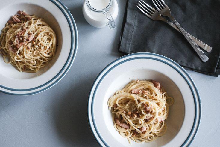 Паста карбонара со сливками отлично подойдёт для романтического ужина. Нежная, сливочная и вкусная. Рецепт уже в блоге! Делимся секретами выбора макарон!