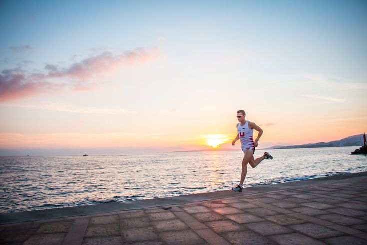 Triathlete Andreas Lindén loves running by the sea in Palma. Read about his life in Palma in our blog.
