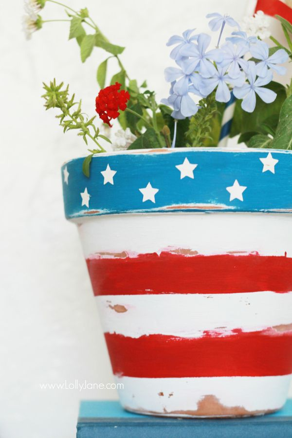 Easy stars + stripes patriotic flower pot tutorial, great 4th of July decor!