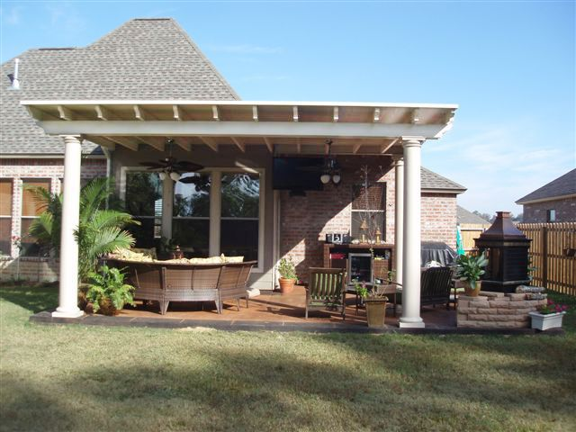 Snap N Lock™ SIP Roof With Circular Column And Scalloped Rafters.