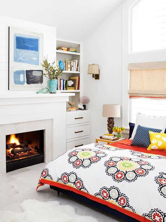 Colored prints on bed linen and bold colors for acessories.