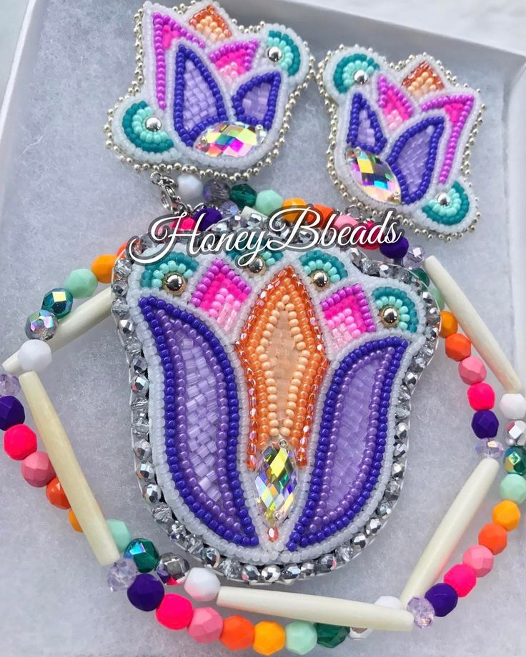 Simple tulips ✨(past work) #beadedjewelry #beadedearrings #beadedflorals