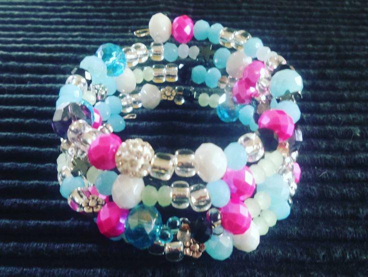 Armband bling med Abacus  #smycken #pyssel #pyssla #madebymyztica #pärlor #berlock #armband #halsband #stansa #jewlery #handmade #viärallapysselmorsor #diy #nyckelring #keychain #smyckestillverkning by myztic_skullz_perlz