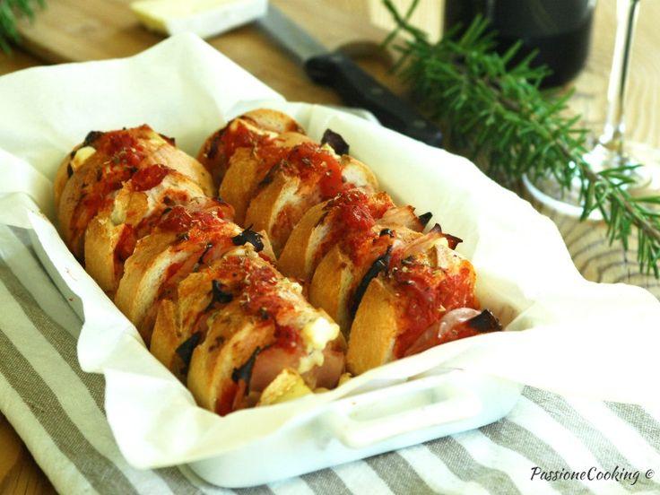 Pane condito al forno ricetta riciclo http://blog.giallozafferano.it/passionecooking/pane-condito-al-forno-ricetta-riciclo-pane/