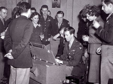 Jimmy Stewart in the Air Force | Hollywood star Jimmy Stewart entertains his comrades in Norfolk.