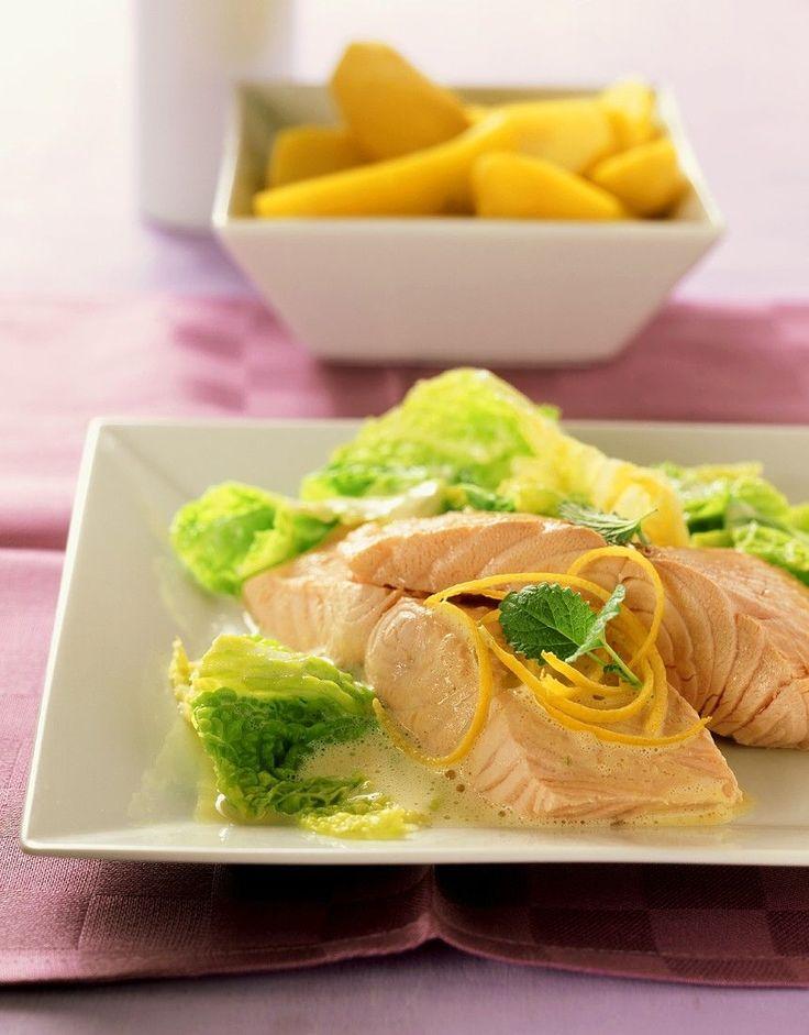 Pochierter Lachs mit Wirsing - smarter - Zeit: 35 Min. | eatsmarter.de